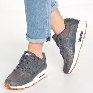 Women's Nike Air Max 90 Premium (Size 9)